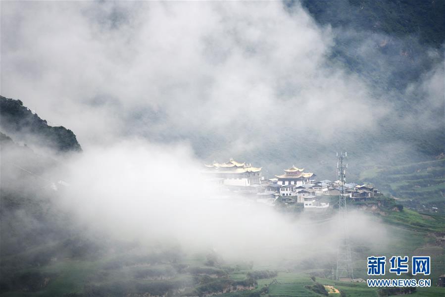 (美丽中国)(1)雾中仙境——扎尕那