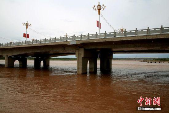 黑河发源于祁连山北麓中段。 杨永伟 摄
