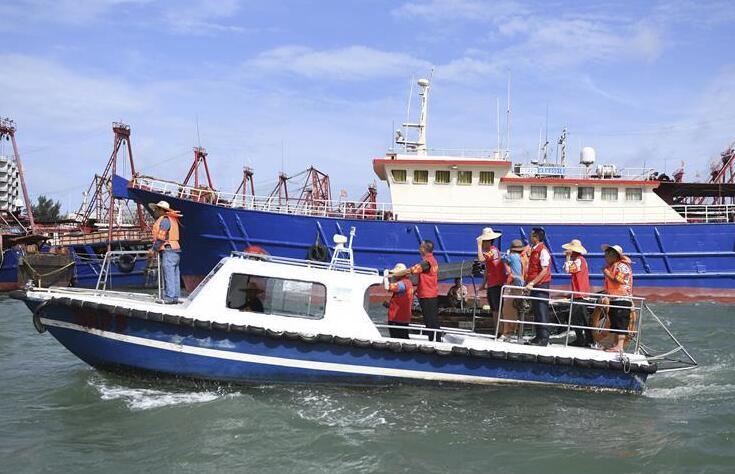 广西北海侨港镇党员干部零距离服务渔民