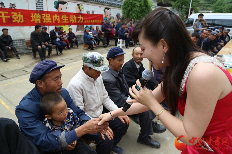 5月7日省歌舞剧院在甘南拜藏村举办文艺演出