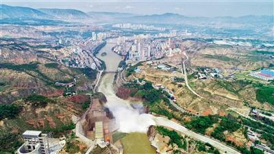 刘家峡水库开闸泄洪