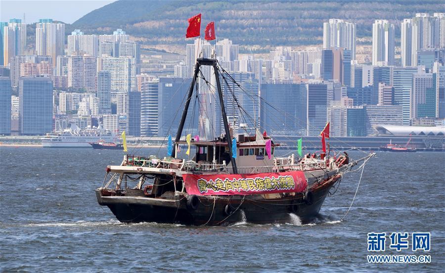 (社会)(3)香港渔船巡游庆祝回归祖国22周年