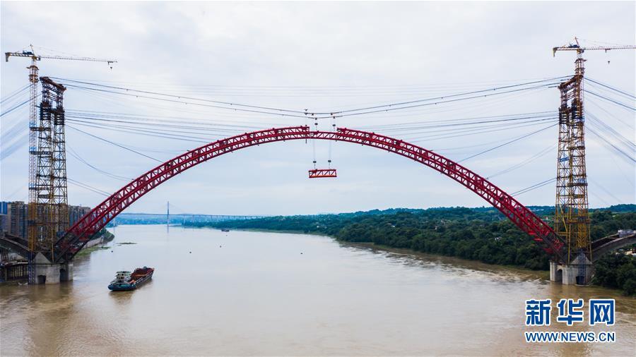 (图文互动)(1)四川泸州合江长江公路大桥主拱成功合龙