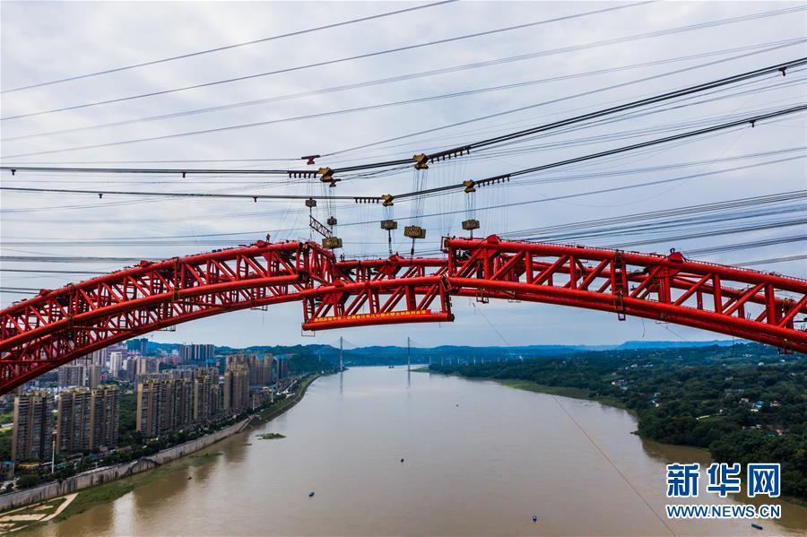 (图文互动)(2)四川泸州合江长江公路大桥主拱成功合龙