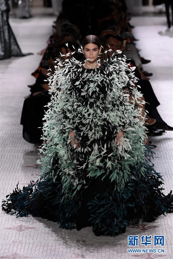 (国际)(1)巴黎高级定制时装周——纪梵希发布秋冬新品