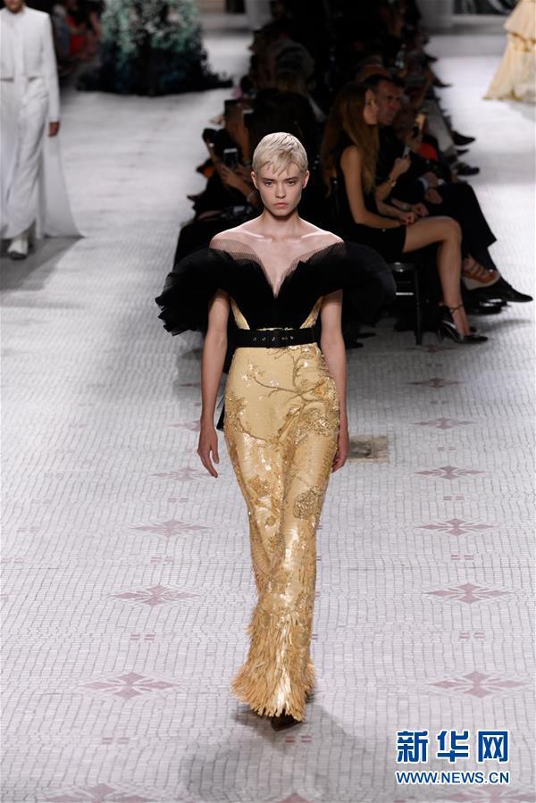 (国际)(6)巴黎高级定制时装周——纪梵希发布秋冬新品