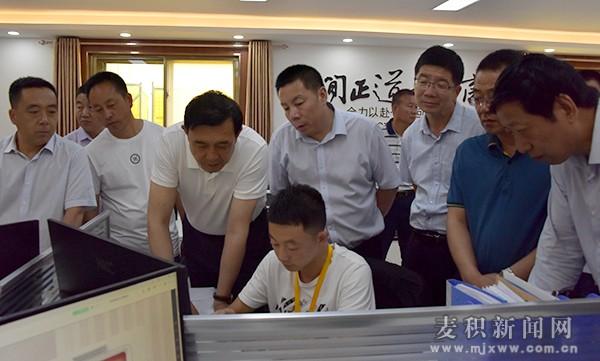 赵卫东调研麦积区电子商务发展情况