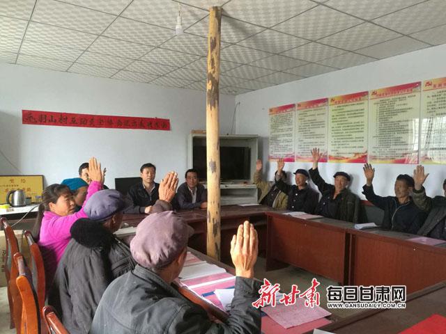 市档案馆办公室主任、毛羽山村第一书记兼驻村工作队队长赵金城.jpg