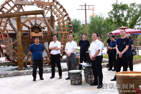 成少平带领麦积区考察团赴榆中县考察学习田园综合体等项目建设及运营情况