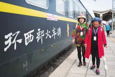 西部旅游客流增加 兰铁局再加开6列环西部火车游专列