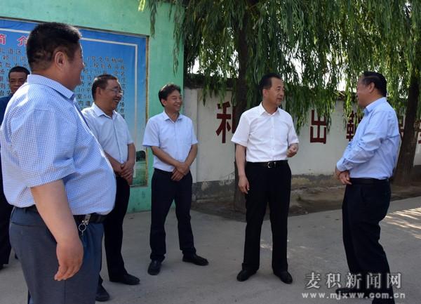 成少平带队督查东部水源地及渭河城区段生态环境综合整治