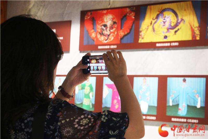 甘肃省陇剧院百姓戏曲剧场、国家级非物质文化遗产陇剧展览馆昨日揭牌(图)