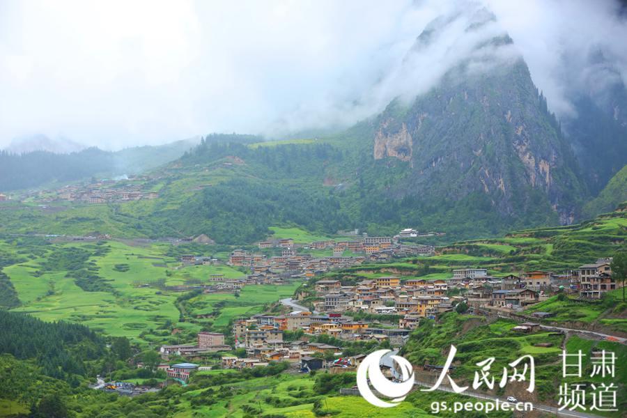 藏寨秘境扎尕那 云雾缭绕若仙境
