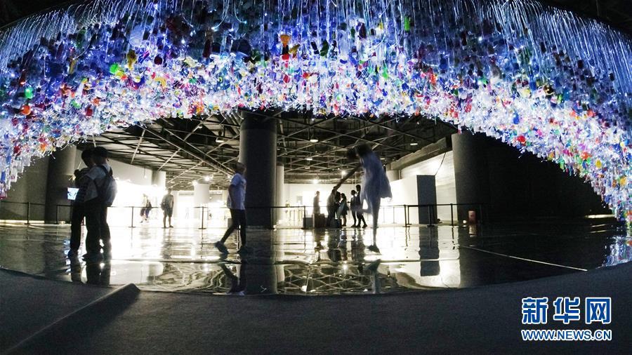 (文化)(1)上海:废弃塑料制成艺术品 唤醒人们环保意识