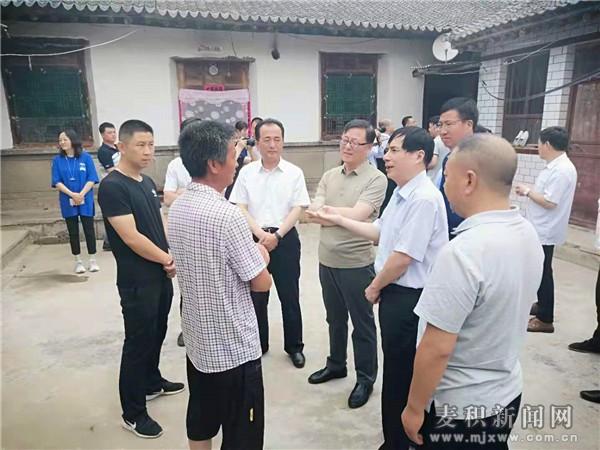 全国政协常委、台盟中央副主席杨健到麦积区开展脱贫攻坚民主监督调研