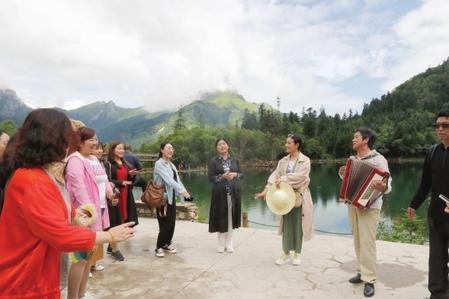 """陇南:以诗为媒,打造中国最美""""爱情谷"""""""