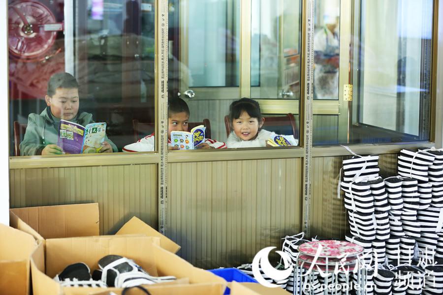 """甘肃临夏:400多万名贫困妇女通过""""巾帼脱贫行动""""实现增收"""