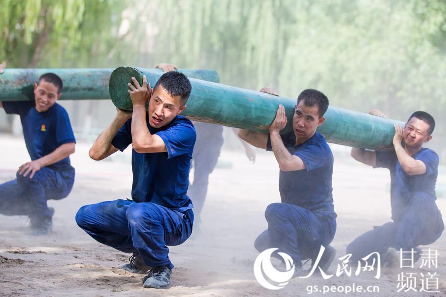 """35℃!甘肃森林消防员开启""""烧烤训练""""模式"""
