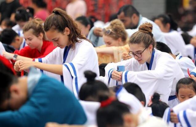 河北衡水:外国学生体验中国传统文化