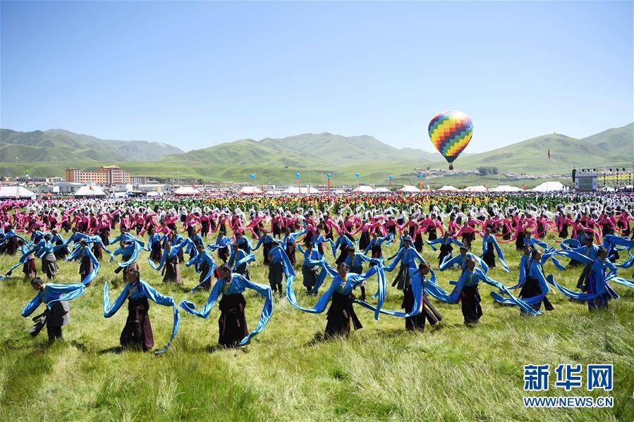 (文化)(3)甘肃碌曲:锅庄舞点靓盛夏草原