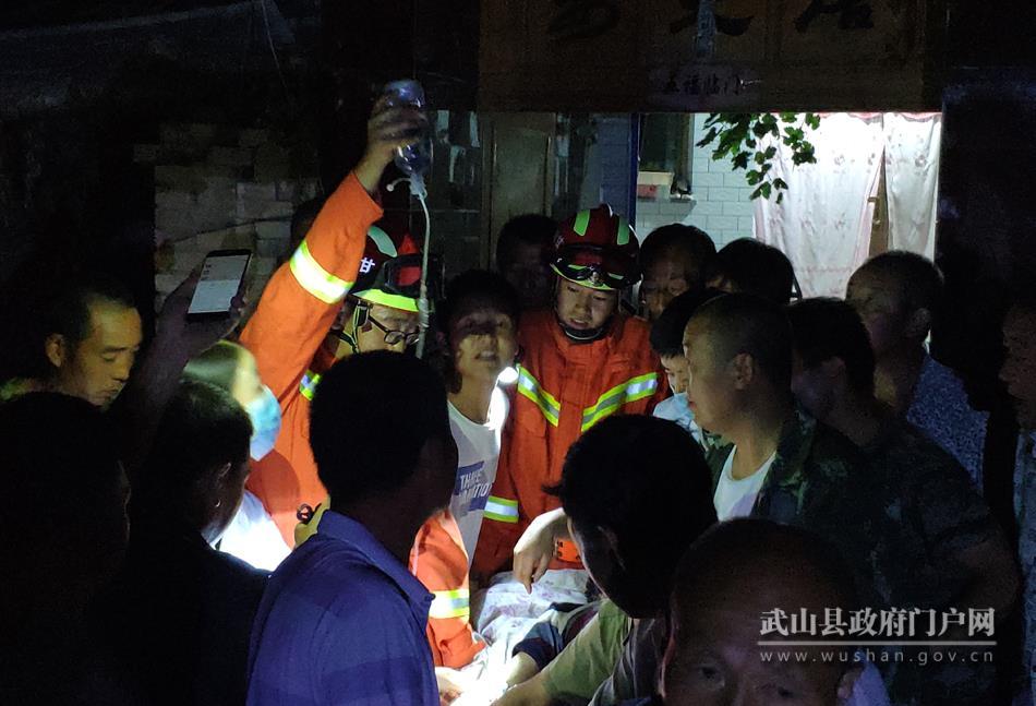 武山县消防大队:两名群众被困井下 武山消防紧急救援