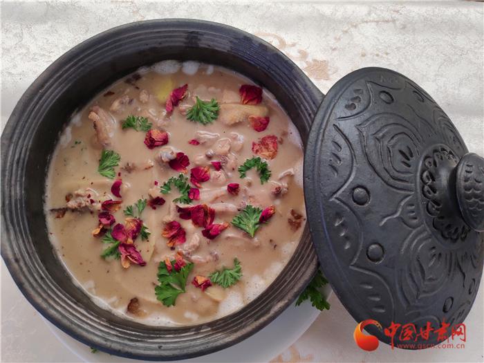 """打卡""""一会一节""""民族特色美食节 一天吃遍五省珍馐美馔"""