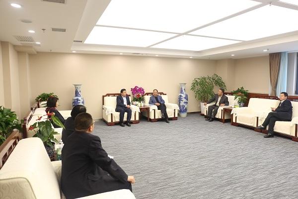 大陆桥集团董事长林贤友一行拜访邮储银行甘肃省分行