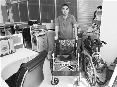 爱心市民欲捐轮椅和学习桌椅 有需要的困难家庭请拨96555联系