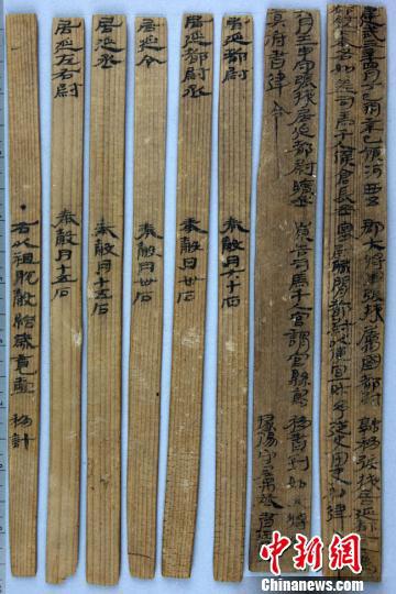 图为汉建武三年居延都尉吏奉例。 甘肃省文物局供图 摄