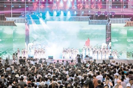 第十一届陇南乞巧女儿节在西和开幕