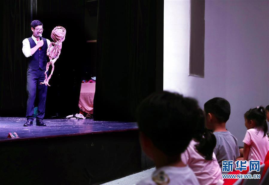 """(文化)(2)上海:在豫园""""偶""""遇童年"""