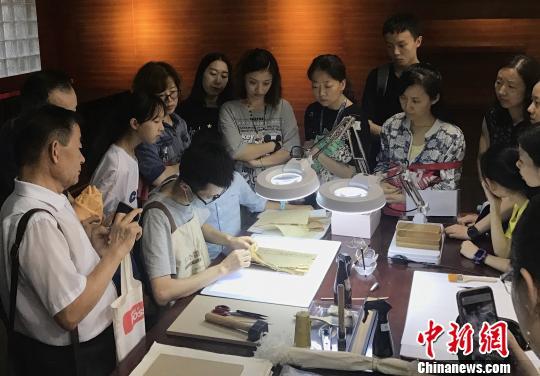 陕西省图书馆展出宋元古籍 倡导全民阅读文化经典
