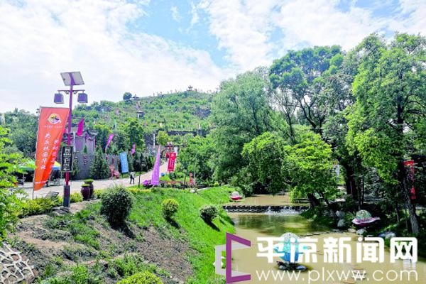 泾川县汭丰镇郑家沟景区景色宜人引客来