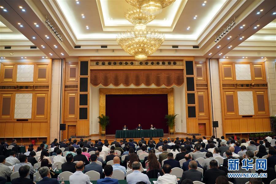 (社会)国务院港澳办和中央政府驻港联络办共同举办香港局势座谈会