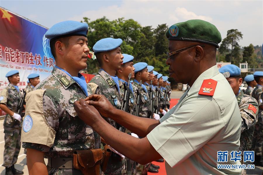 """(国际·图文互动)(2)中国第22批赴刚果(金)维和部队218名官兵被联合国授予""""和平荣誉勋章"""""""