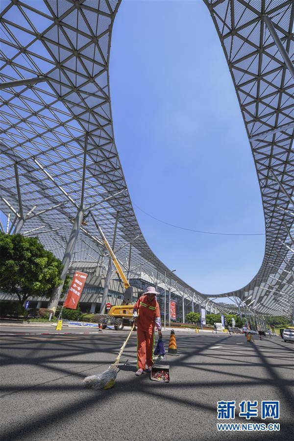 (社会)(1)重庆:高温下的劳动者