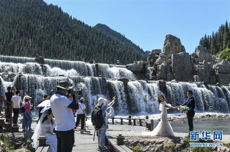 (环境)(1)乌鲁木齐:天山大峡谷迎客来