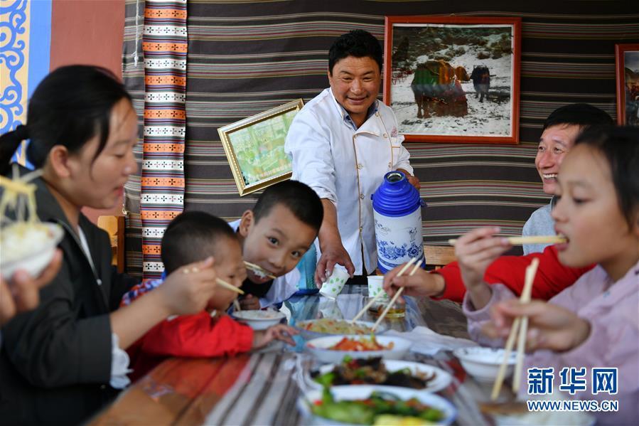"""(社会)(6)甘南藏区:生态旅游助牧民""""绿色""""致富"""