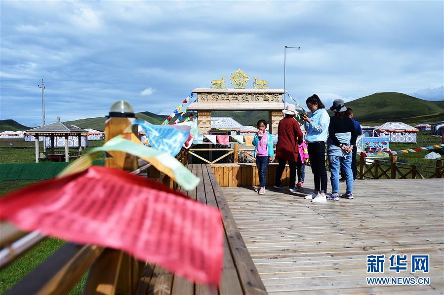 """(社会)(7)甘南藏区:生态旅游助牧民""""绿色""""致富"""