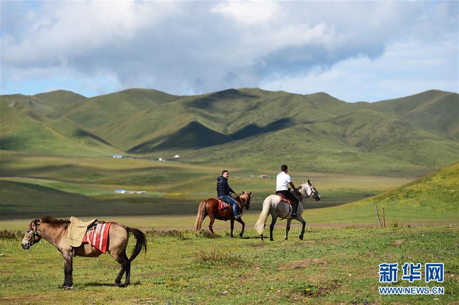 """(社会)(11)甘南藏区:生态旅游助牧民""""绿色""""致富"""