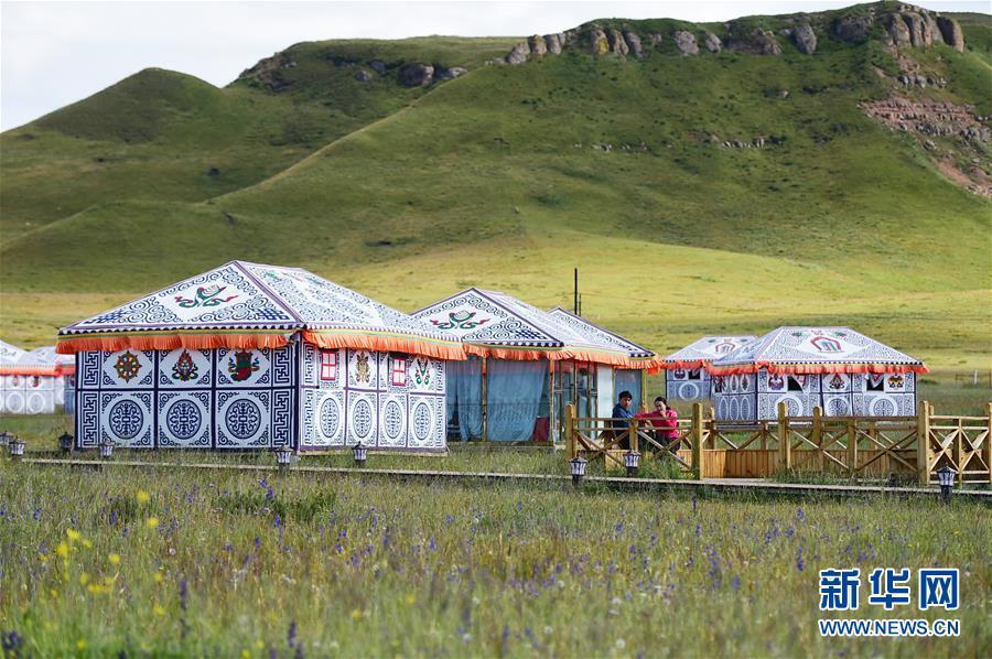 """(社会)(12)甘南藏区:生态旅游助牧民""""绿色""""致富"""