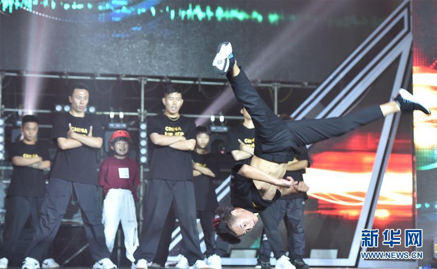 """(文化)(2)首届""""中国街舞盛典""""在郑州举办"""