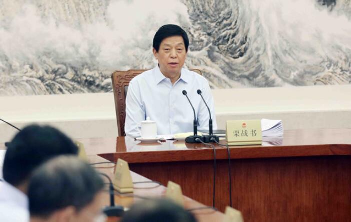 栗战书主持召开十三届葡京官网人大常委会第三十六次委员长会议