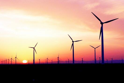 酒泉市深入贯彻习近平总书记重要指示精神持续提升清洁能源产业发展质量(上)