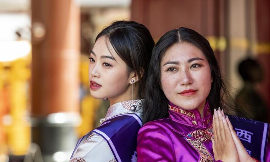 藏式时装亮相拉萨