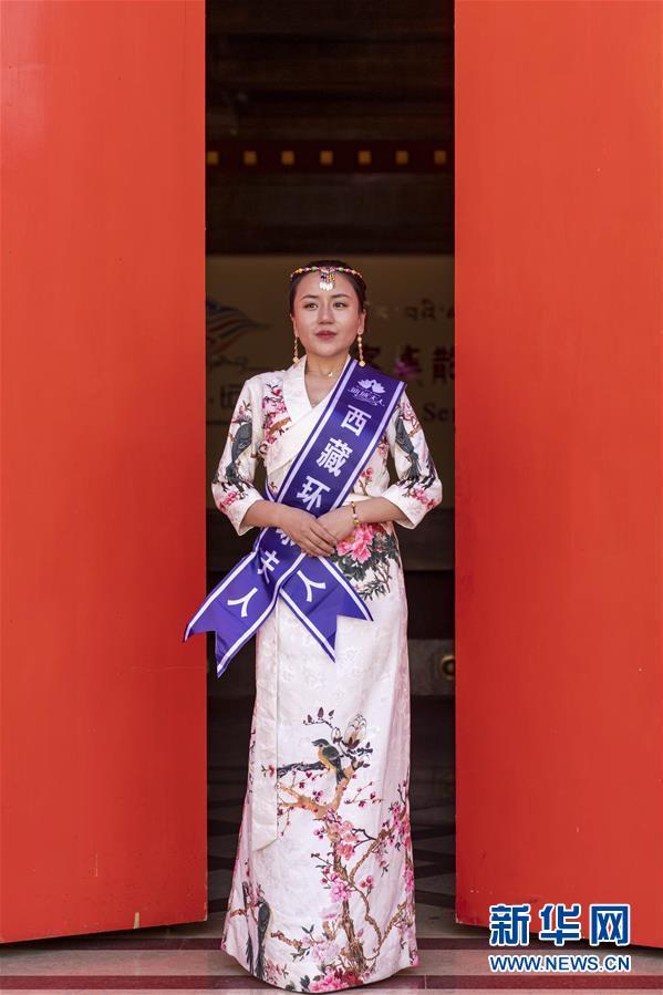 (社会)(2)藏式时装亮相拉萨