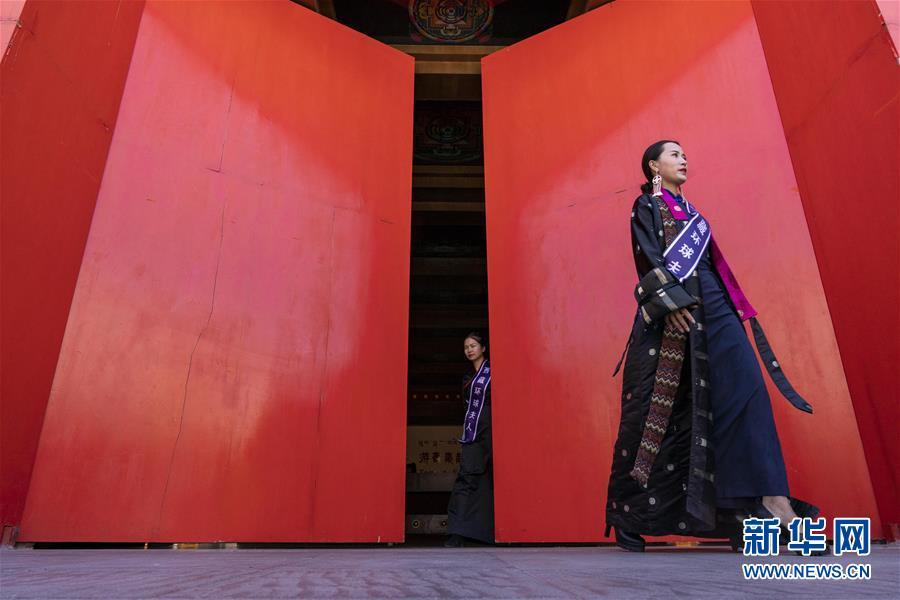 (社会)(5)藏式时装亮相拉萨