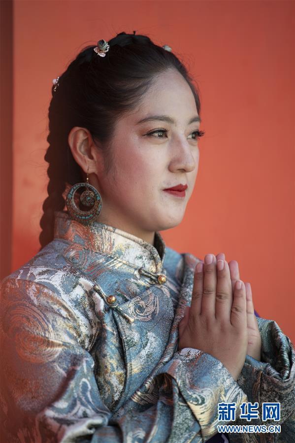 (社会)(6)藏式时装亮相拉萨