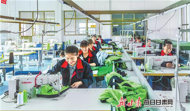 【脱贫攻坚奔小康】甘肃扶贫车间:贫困群众成为产业工人
