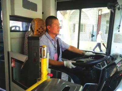 一个感谢电话引出一名公交好司机